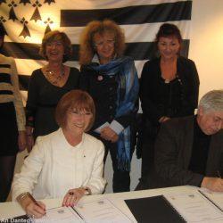 Signature de la charte Ya d'ar Brezhoneg